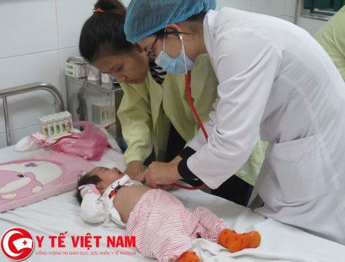 Rất nhiều trẻ phải nhập viện vì sốt virut