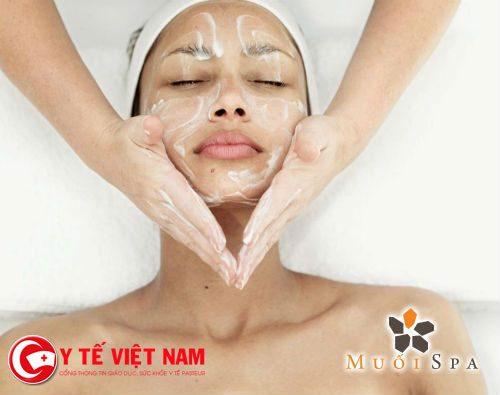 Nên sử dụng kem trong quá trình Masage da mặt