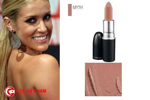 Màu son nude thường là loại màu son khó dùng nhất vì kén làn da