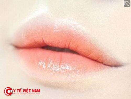 Chăm sóc môi đúng cách giúp bạn bảo vệ môi và lên màu chuẩn khi bạn đánh son