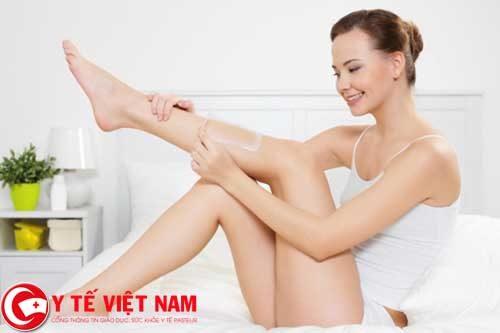 Hướng dẫn thực hiện phương pháp tẩy lông chân bằng bột ngô và dưa chuột