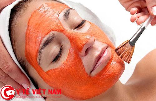Đắp mặt nạ và tẩy da chết đều đặn giúp làn da sáng khỏe và hạn chế mụn
