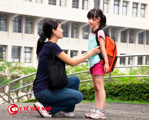 Trước khi đến lớp, bạn nên dành những khoảnh khắc ngắn ngủi này cho con