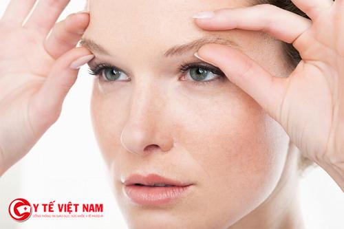Có rất nhiều nguyên nhân gây nên tình trạng sụp mí mắt gây ảnh hưởng đến thị lực