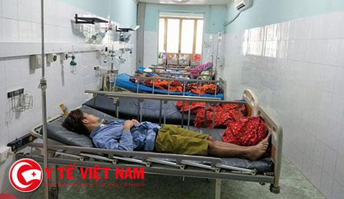 3 thanh niên nhập viện khẩn cấp sau khi được mời hút thuốc