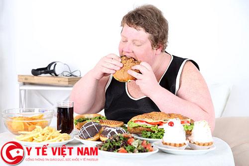 Ăn quá nhiều không kiểm soát khiến bạn tăng cân nhanh chóng