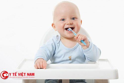 cách chăm sóc răng miệng cho trẻ