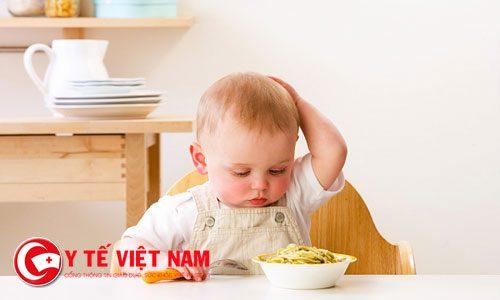 Cha mẹ cần làm gì khi con biếng ăn?