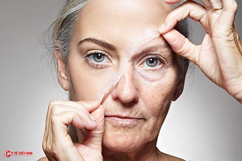 Ở tuổi 50 tôi vẫn thực hiện phương pháp căng da mặt tối thiểu