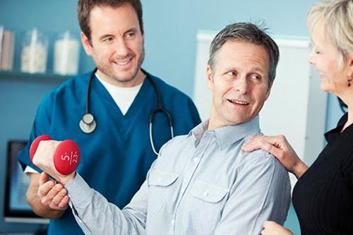 Cao đẳng Điều dưỡng hướng dẫn bài tập phục hồi cánh tay cho bệnh nhân sau tai biến