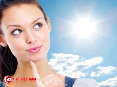 Thoa kem chống nắng giúp làm chậm quá trình lão hóa da tự nhiên