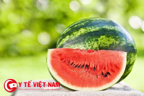 Hé lộ hiểm nguy không tưởng khi ăn dưa hấu vào ngày nóng bức