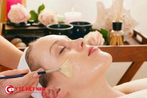 Dầu dừa được biết đến là cách làm căng da mặt hiệu quả