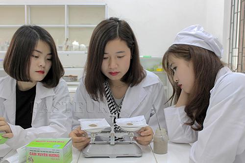 Đào tạo ngành Dược lý thuyết gắn liền với thực tế