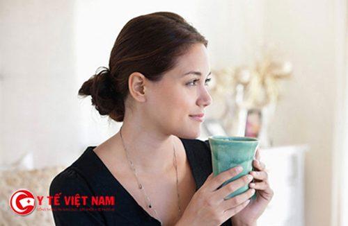 Uống nước ấm trước khi đi ngủ giúp chị em giảm béo cấp tốc tại nhà