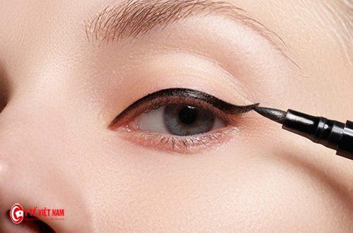 Cách kẻ liner truyền thống giúp đôi mắt to tròn tự nhiên
