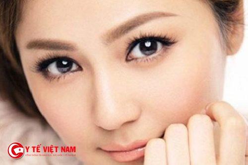 Kẻ liner giúp đôi mắt to tròn tự nhiên