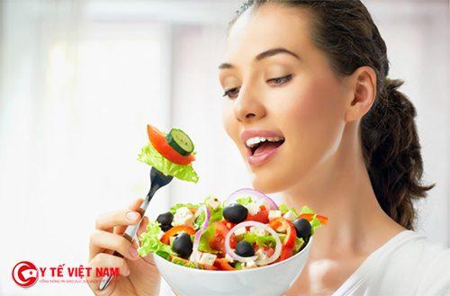 Ăn bữa tối trước 7h là bí quyết giảm cân an toàn