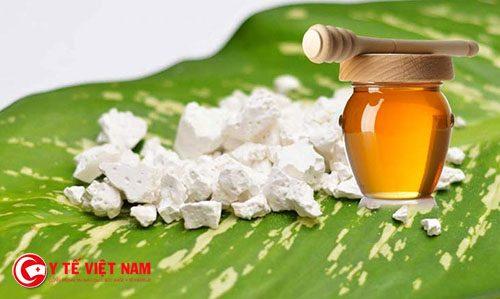 Mật ong và bột sắn dây chính là bí quyết làn da trắng hồng tự nhiên