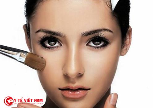 Trang điểm mắt khói giúp bạn gái cuốn hút hơn