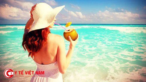 Uống nước dừa mỗi ngày để có dáng đẹp eo thon