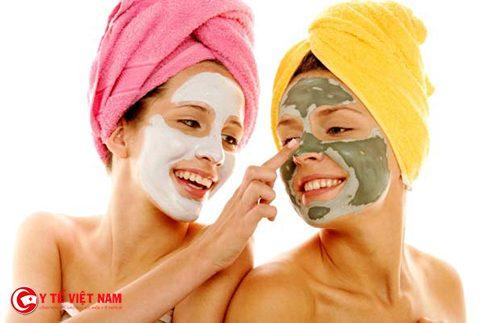 Sử dụng mặt nạ trẻ hóa da mặt cho da căng mịn