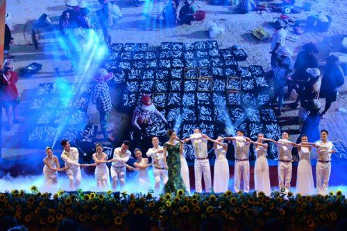 """""""Biển hát chiều nay"""" được thể hiện da diết qua giọng hát của ca sĩ Ngọc Anh."""