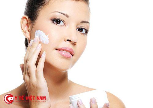 Kem dưỡng ẩm là cách trẻ hóa da mặt tự nhiên cho phái đẹp