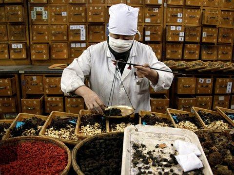 Thuốc Đông Dược trộn Tân Dược thực sự nguy hiểm