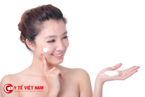 Nên thử sản phẩm mỹ phẩm trước khi đưa lên da mặt