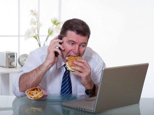 Bệnh nhân không nên ngồi quá lâu và tăng cân quá nhiều
