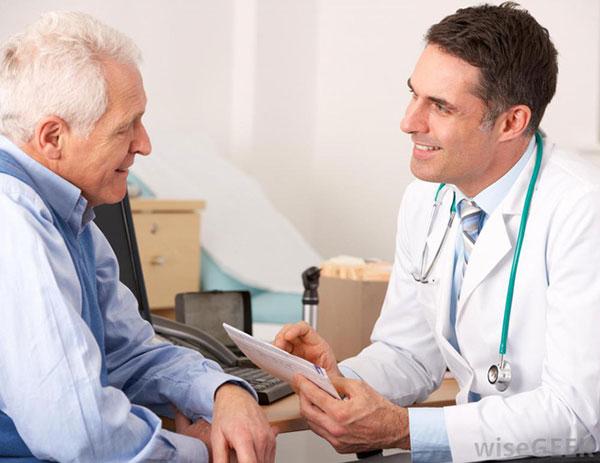 Người cao tuổi cần tuân thủ theo nguyên tắc điều trị của Bác sĩ
