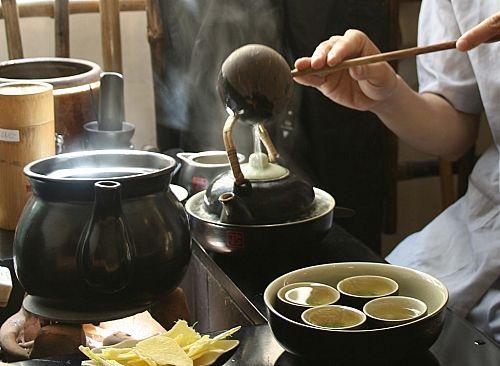 Uống trà xanh là nét văn hóa đặc trưng của người Nhật