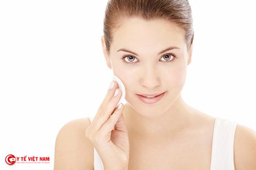 Làm sạch da đúng cách giúp bạn gái có làn da trắng mịn
