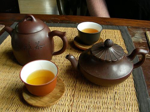 Uống trà ấm và các loại nước có nhiệt độ vừa phải là liệu pháp chữa trị viêm xoang hiệu quả