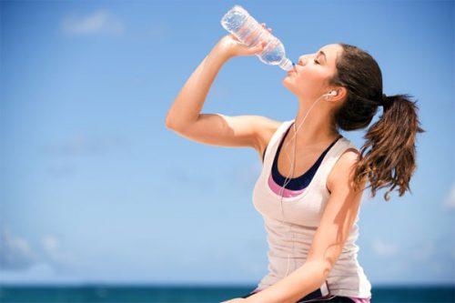 Sử dụng nước hàng ngày giúp cơ thể bạn giảm cân nhanh chóng hơn