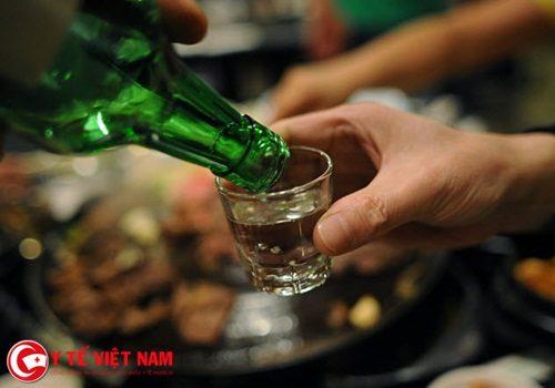 Nam bệnh nhân bị vỡ thực quản vì uống quá nhiều rượu