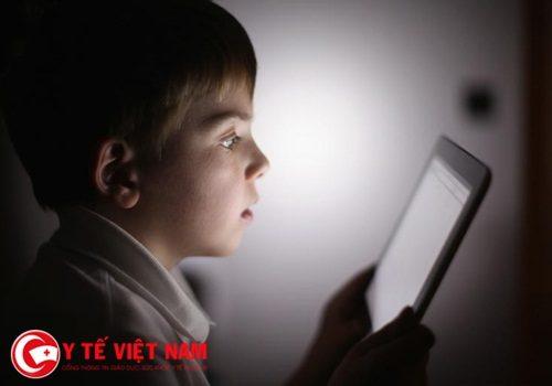 Cảnh báo: Bạn sẽ bị lác mắt nếu sử dụng smartphone quá nhiều?