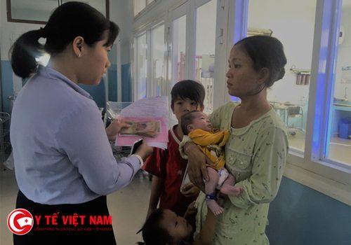 Bà mẹ lấy tên BV đặt cho con khi đến nhận sau 1 tháng gửi bệnh viện