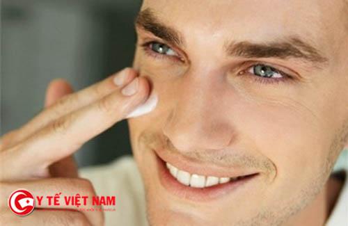Đàn ông có đôi mắt sáng có khí chất tốt