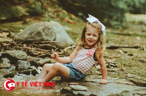 Cô bé 3 tuổi được cấp cứu vì tai nạn xe hơi khủng khiếp xảy ra tại Mỹ
