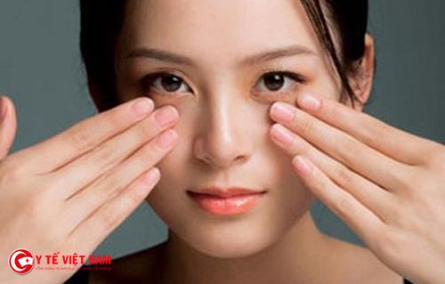 Massage giúp cho sống mũi cao tự nhiên