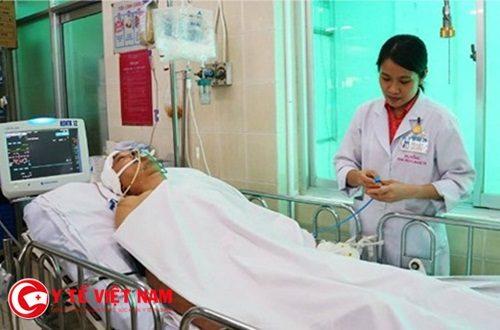 Nam thanh niên bị chấn thương sọ não vì dừng xe cứu người
