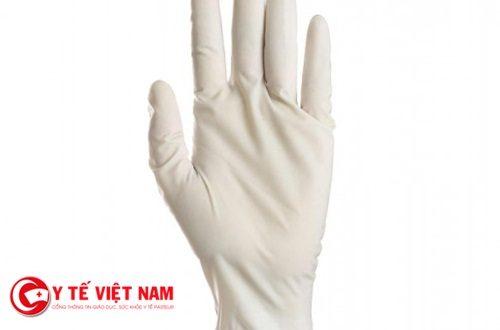 Người phụ nữ 48 tuổi bị bác sĩ bỏ quên 1 chiếc găng tay cao su trong dạ con