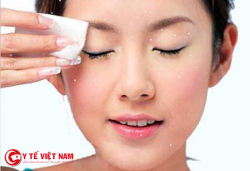 Tẩy trang giúp làm sạch da mặt