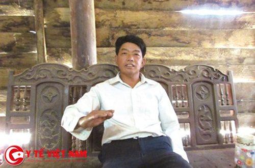 Ông Lầu Văn Xì, Bí thư Chi bộ thôn 9, xã Cư Knia, huyện Cư Jút, tỉnh Đắk Nông tự hào về thành quả bản làng văn hóa của thôn mình.