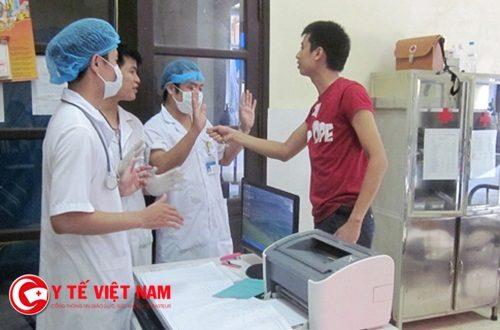 """Bác sĩ Võ Xuân Sơn: """"Bác sĩ là con người, không phải là nô lệ để bị đánh đập"""""""