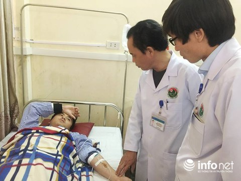 Bác sĩ Nguyễn Đình Phi bị thương khi bị người nhà bệnh nhân đánh