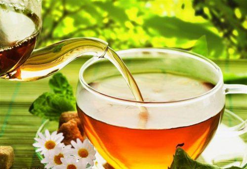 Khi bị sốt, trà không phải là thức uống được chọn lựa.