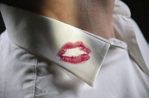 Vết son môi.